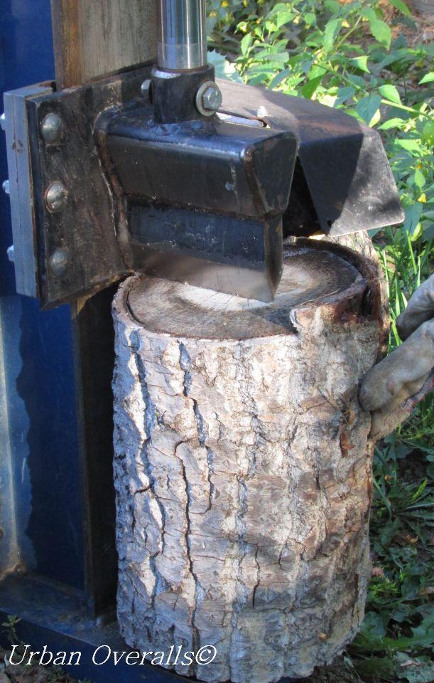 log splitter with log