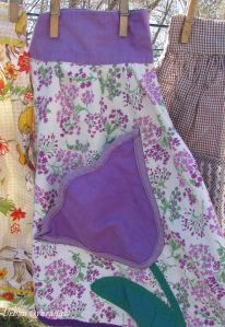 apron with tulip pocket