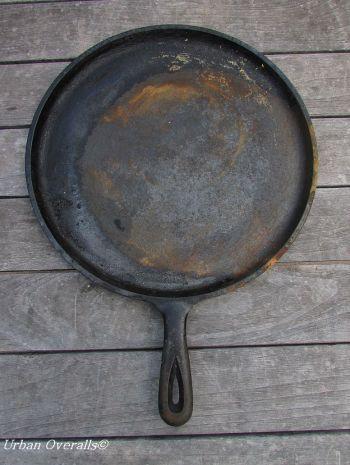 patina burned off cast iron pan